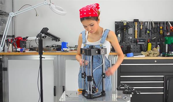 Ву показывает конструкцию 3D-принтера
